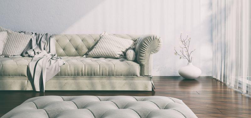 Gepolsterte Sitzmöbel sind im Landhaus-Stil